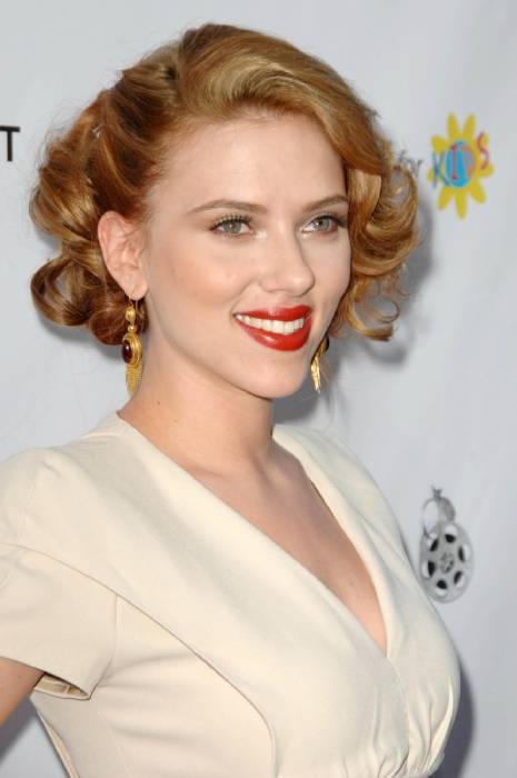 Scarlett Johansson jawline